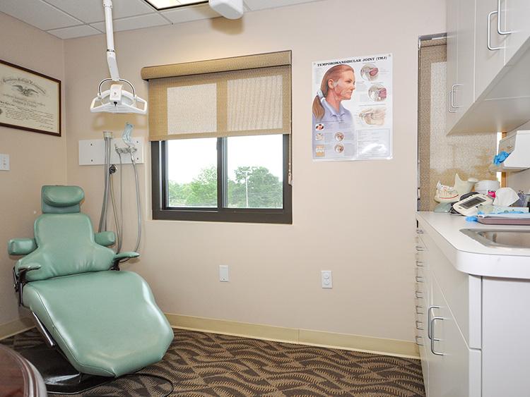 Oral Surgeon images 02081